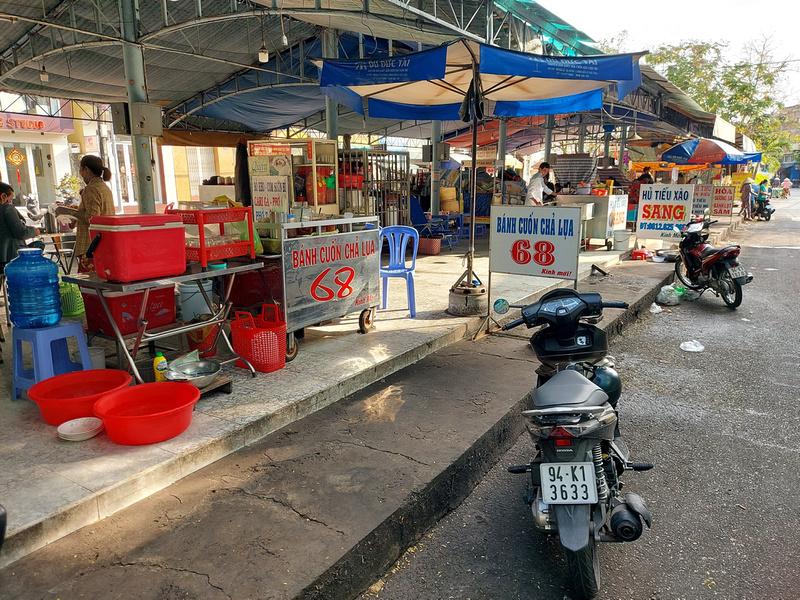 Hai Ba Trung food market