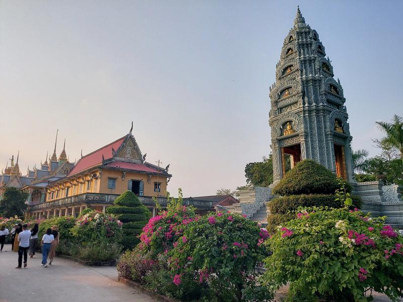 Som Rong Pagoda