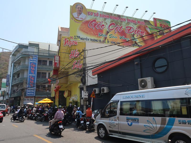 Banh Bong Lan Trung Muoi Goc Cot Dien