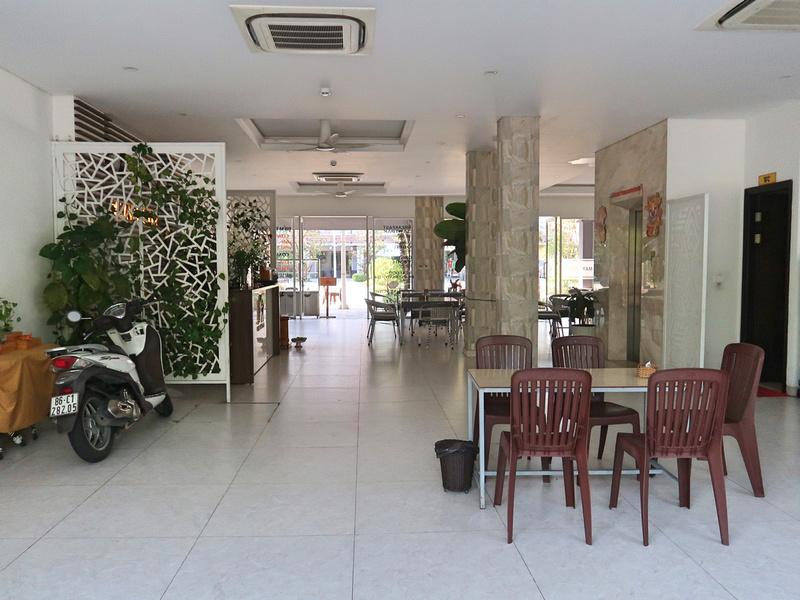 May Hotel lobby