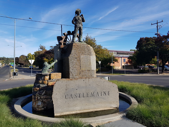 20180407_085302-castlemaine-gold-monument