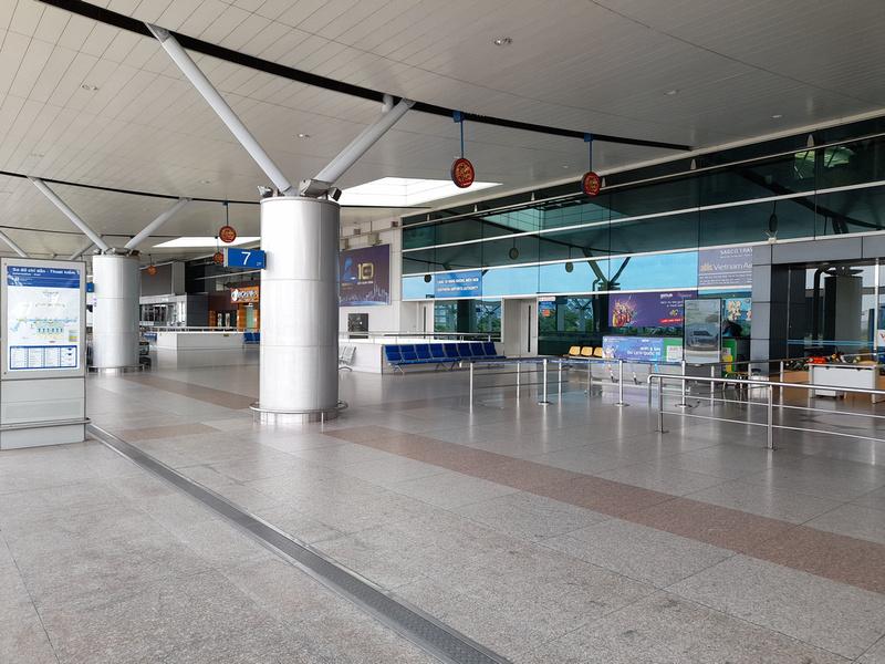 SGN empty departure area