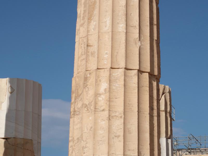 Crooked pillar