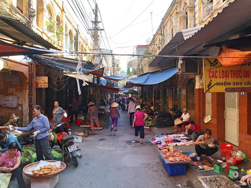Ngo 186 Hai Ba Trung market