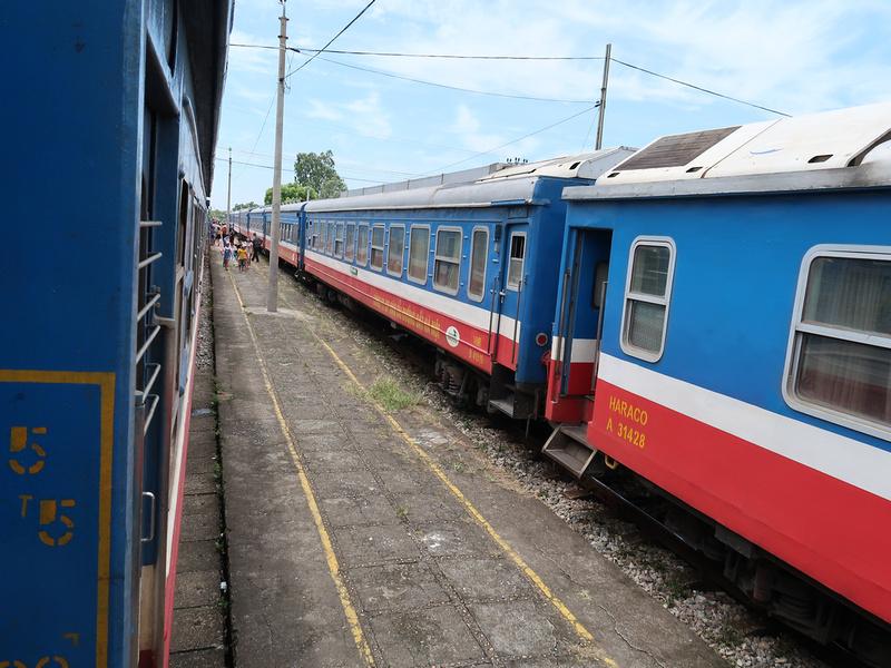Trains at Ga Cam Giang
