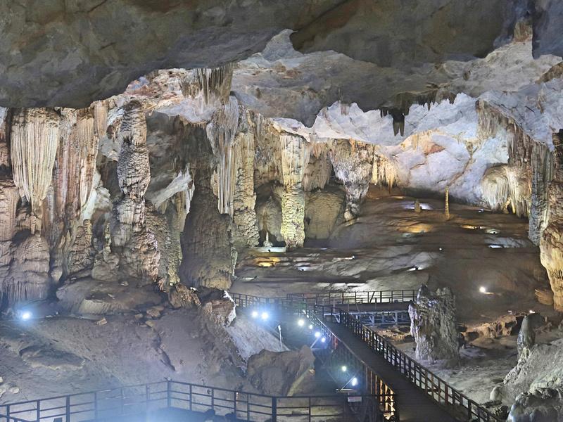 Paradise Cave stalactites