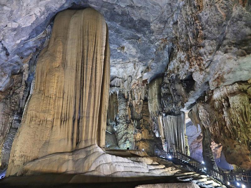 Mega stalagmite