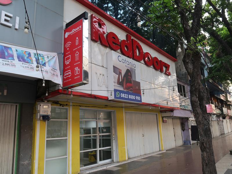 RedDoorz Plus near LRT Cinde Sudirman Palembang