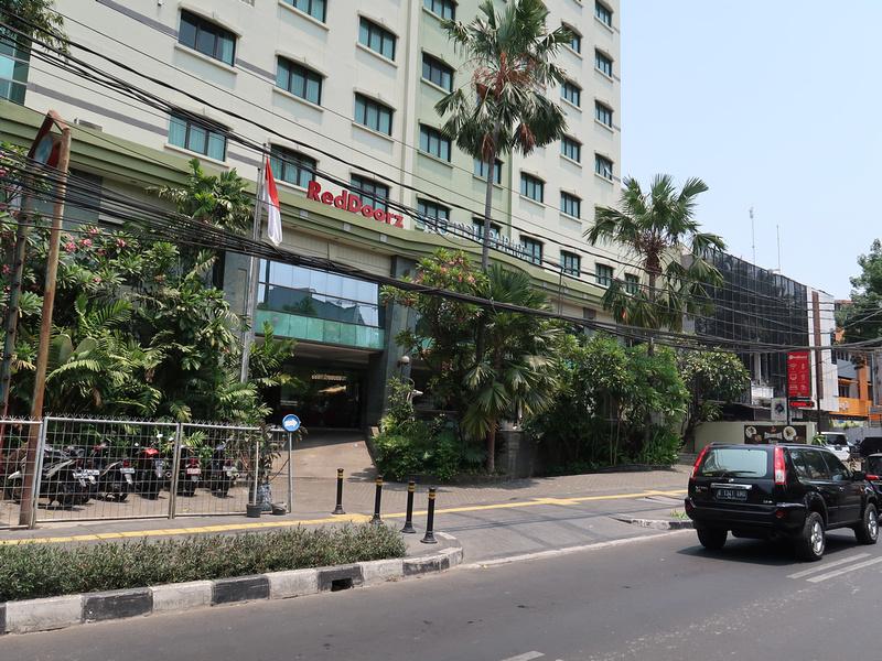 RedDoorz Hotel Paragon