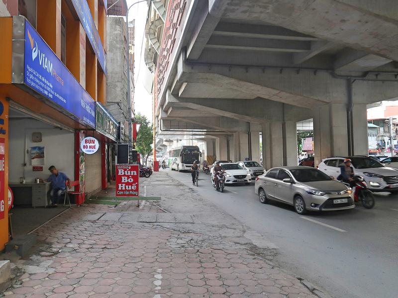 Under La Thanh Station