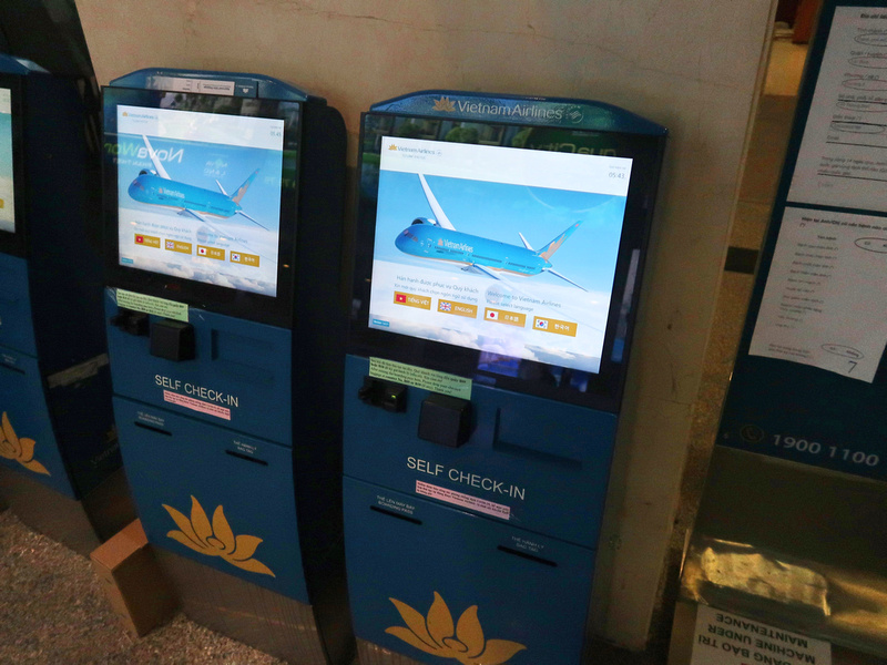 Kiosk check-in for Vietnam Airlines