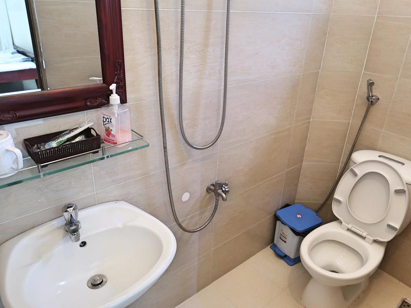 Hoa Binh 2 bathroom