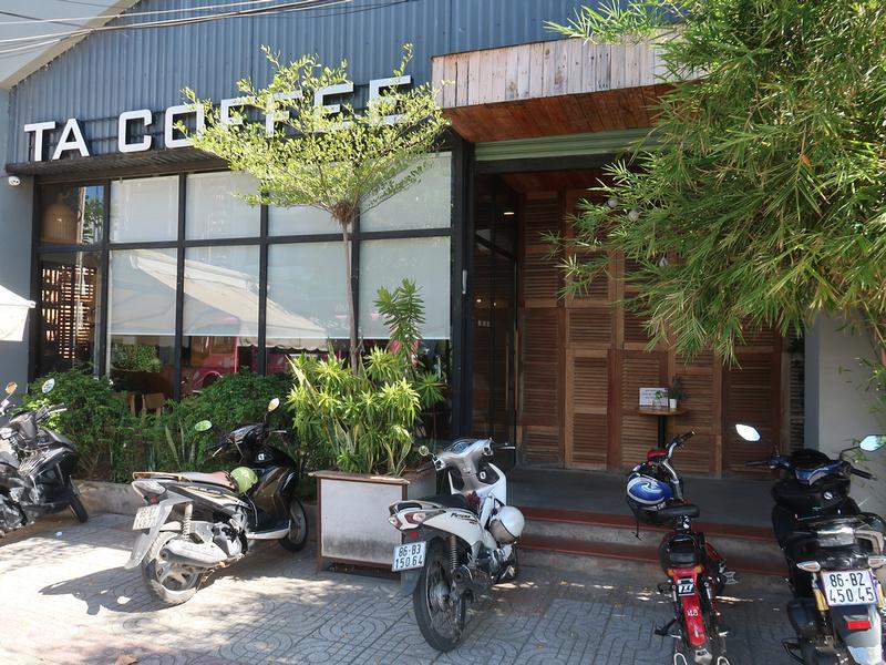 Ta Coffee entrance