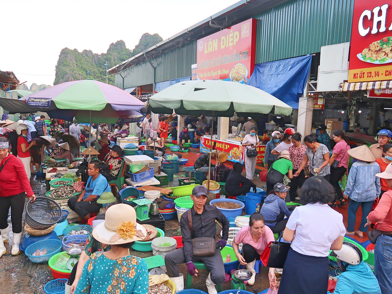 Market crowd