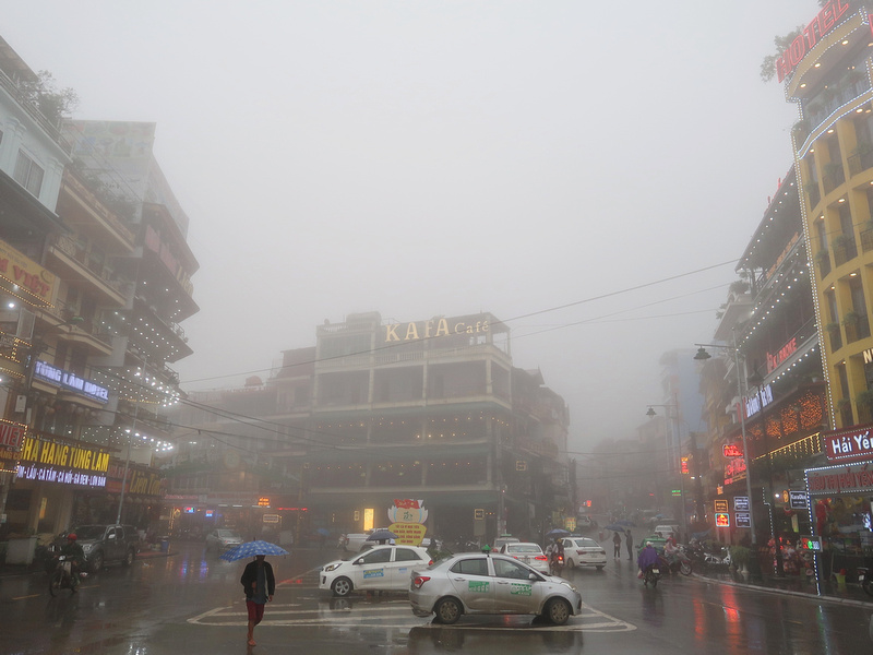 Xuan Vien Thach Son intersection fog