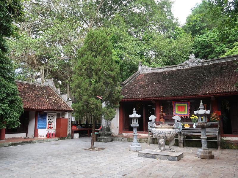Den Thuong Pagoda
