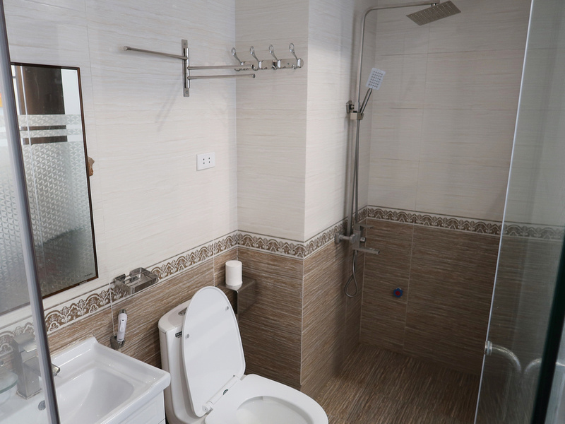 Old Quarter Hotel bathroom