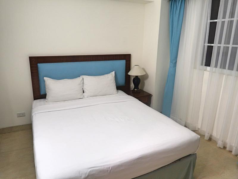 Pavillion Garden Hotel bed