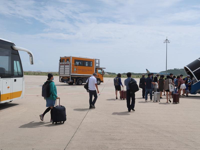 Tarmac boarding