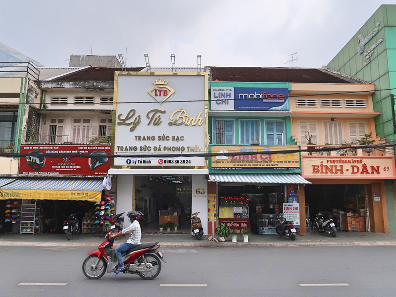 Nguyen Hue old shops
