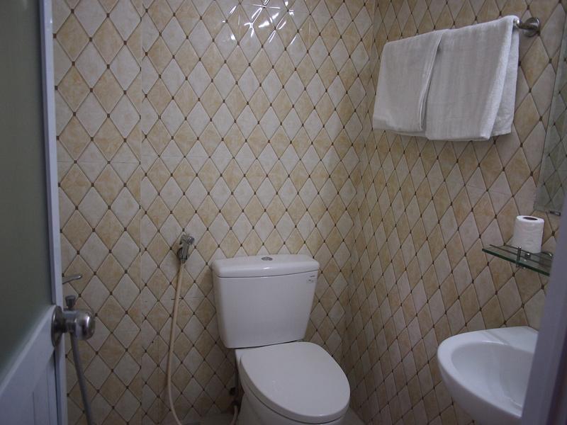 Hanoi Fantasea Hotel bathroom