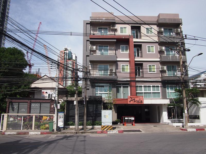 Apartment on Sukhumvit Soi 38 in Bangkok