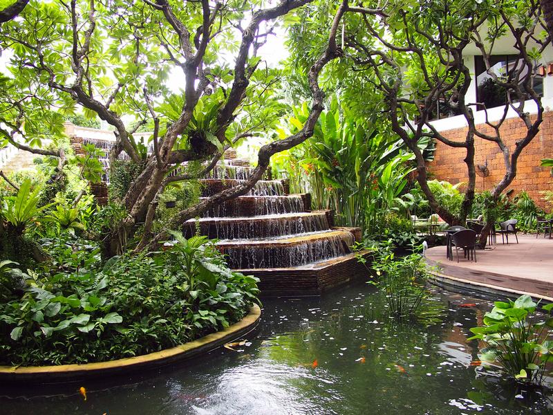 Benjarong Terrace garden