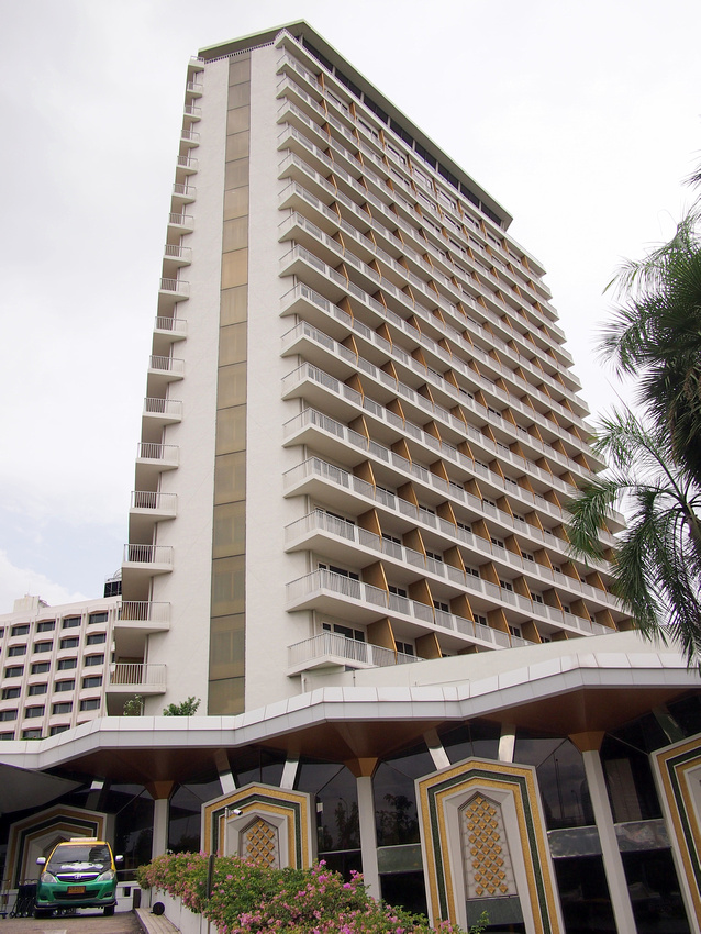 Dusi Thani Tower