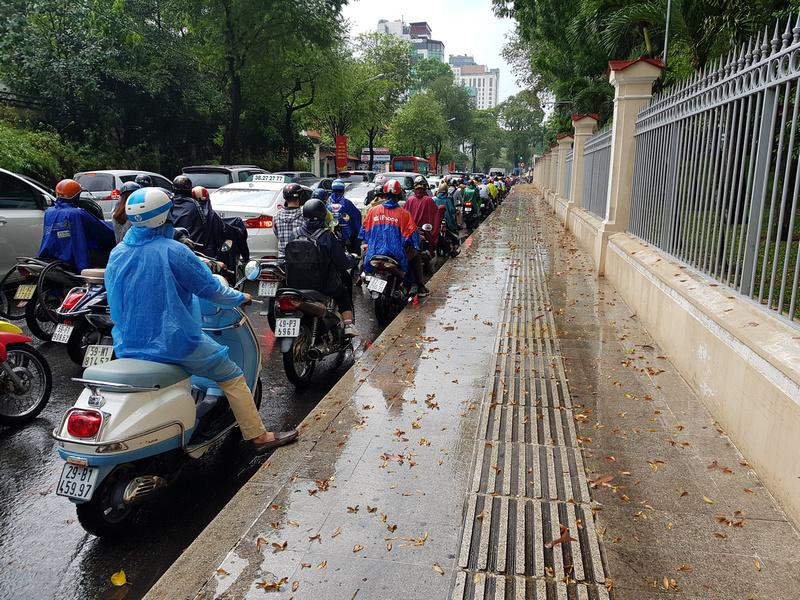 Hard gutter on Nguyen Thi Minh Khai