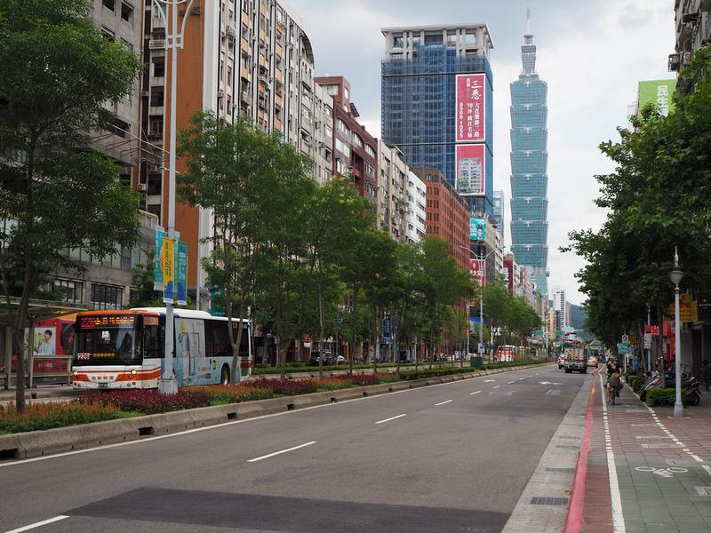 Taipei 101 street view