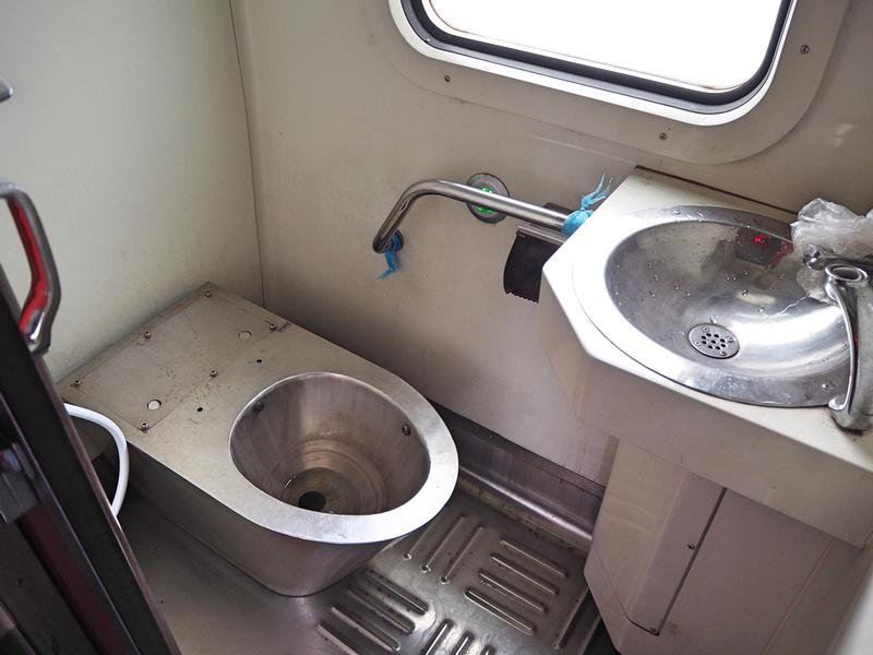 Sitting toilet