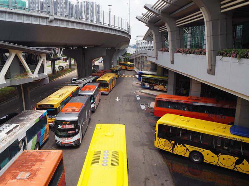 Border-crossing buses