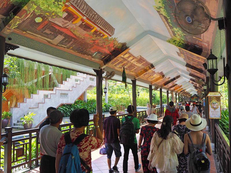 Walkway to Ga Hoi An