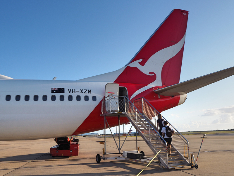 Rear boarding via tarmac