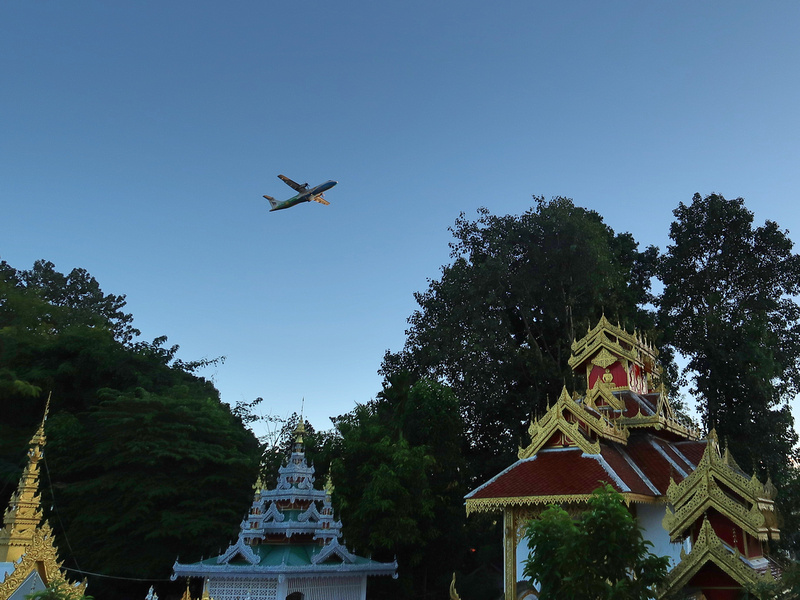 Wat Pang Lo and plane