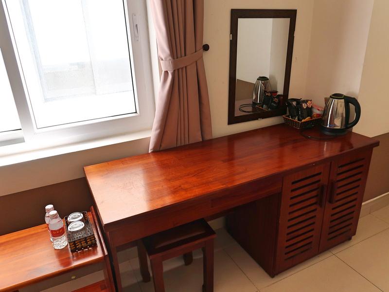 Suite De Ville Hotel Desk