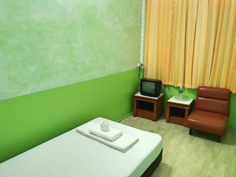 Laem Thong room