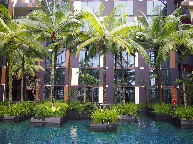 Crowne Plaza Changi - pool trees