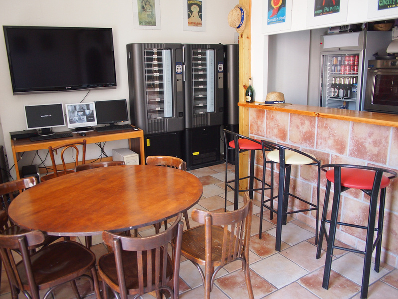 Bar/common area