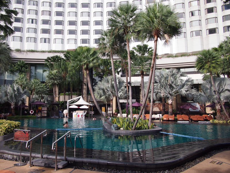 Shangri-La Hotel pool