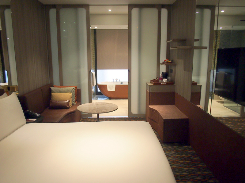 Crowne Plaza Changi room