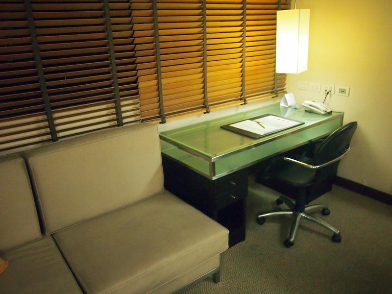 Marvel Hotel Bangkok Desk