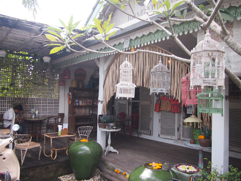 Bungalow Living Cafe