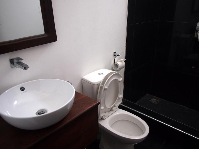 Barracuda Beach Hostel - Bathroom