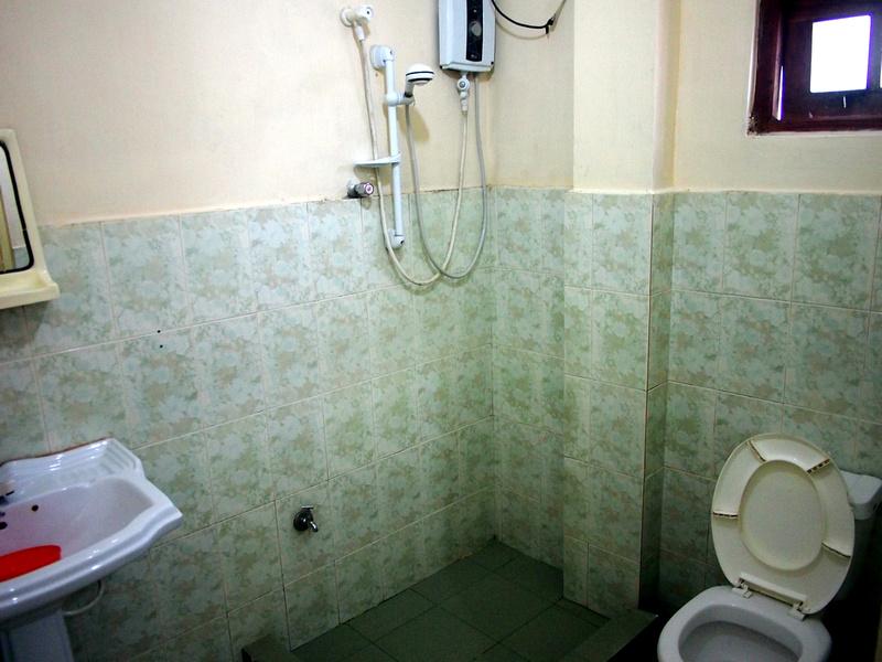 Golden View Kandy Sri Lanka Guest House - Bathroom