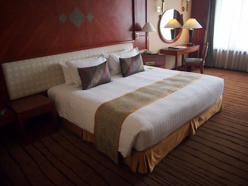 Executive Bed at Atrium Bangkok Hotel