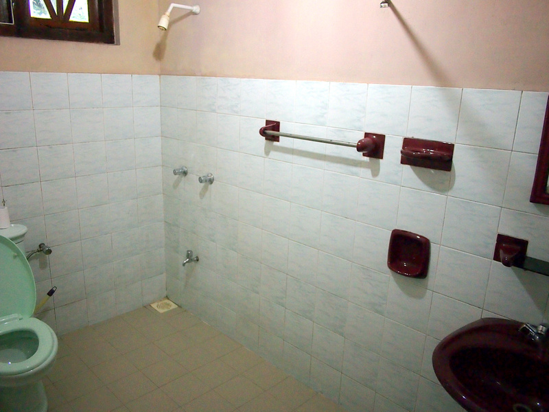 Royal Guest Inn - Bathroom