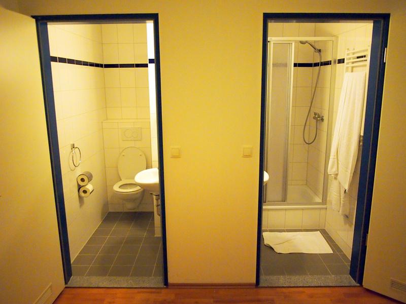 Bathroom - A&O Amsterdam Zuidoost Hotel
