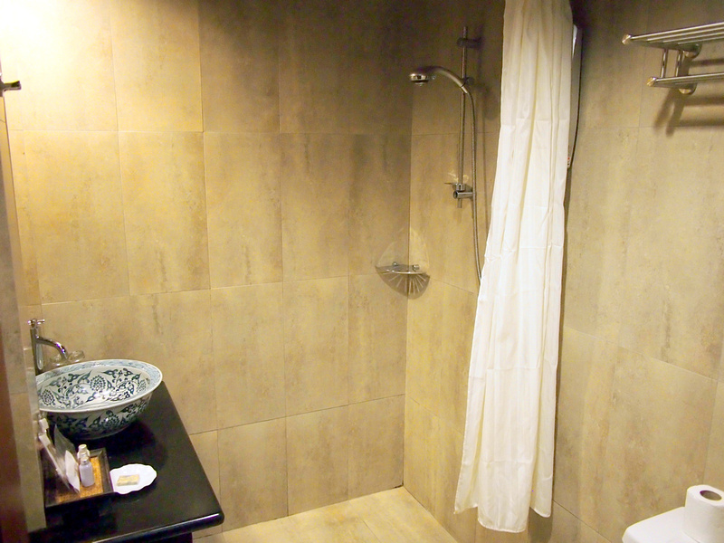 Anggun Boutique Hotel bathroom