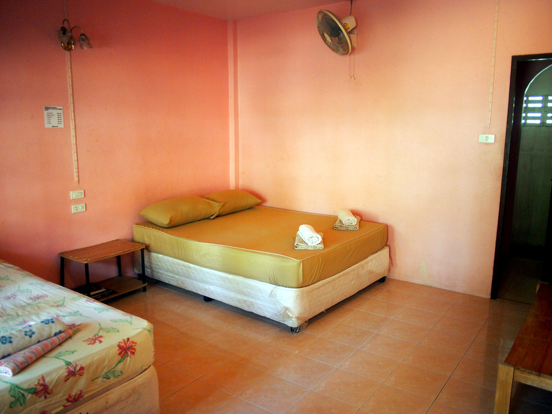 Peach Guesthouse room